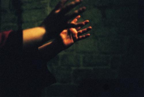 Sara, mains.jpg