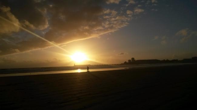 sables d'olonne, romain gary, les oiseaux vont mourir au Pérou, soleil couchant