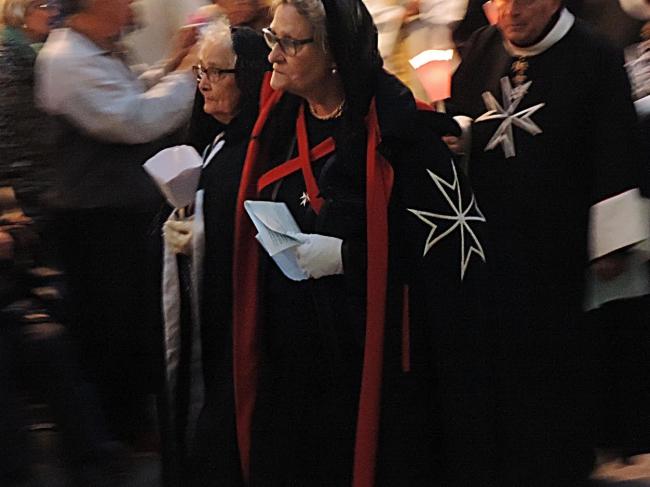 dames procession.jpg