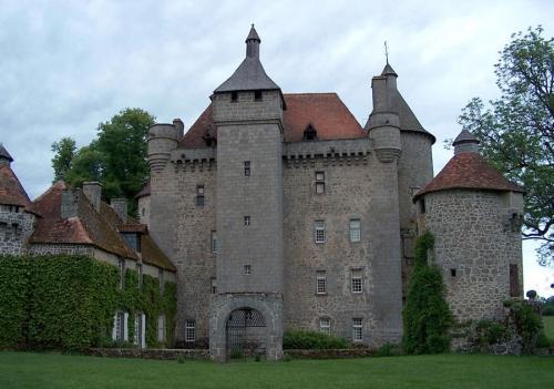 Chateau_Villemonteix creuse.jpg